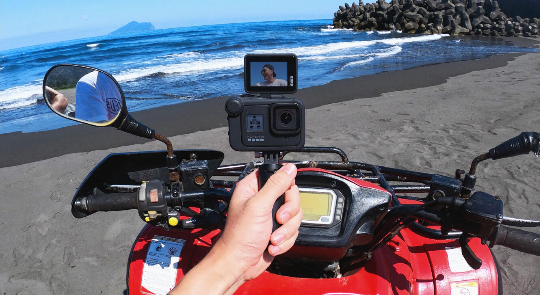 display-mod-front-facing-camera-screen-lifestyle-image